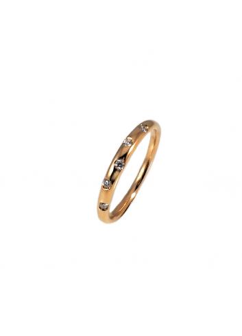 anillo de oro rosa con diamantes